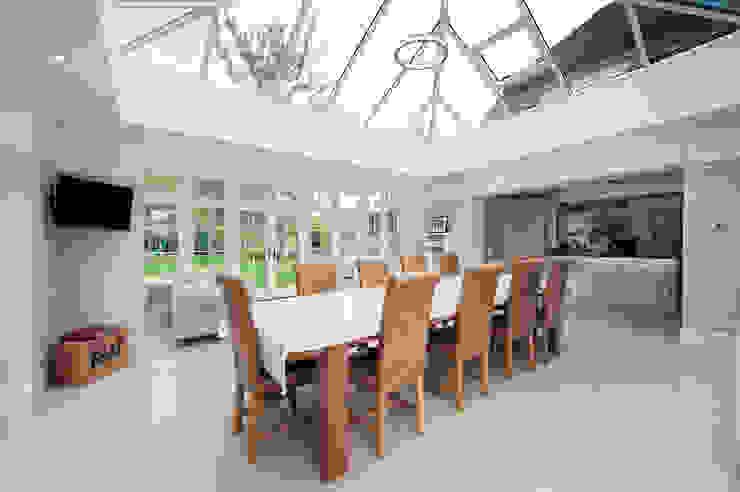 Orangery and Kitchen Extension Salones de estilo moderno de ROCOCO Moderno