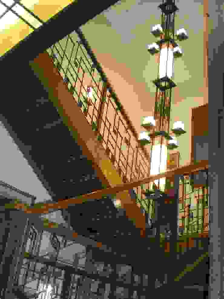 Коттедж в Новой Европе Коридор, прихожая и лестница в классическом стиле от Архитектор Константин Тишин Классический