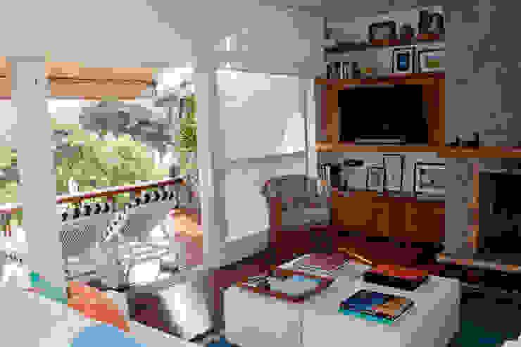 Salas de estilo rústico de Renata Romeiro Interiores Rústico