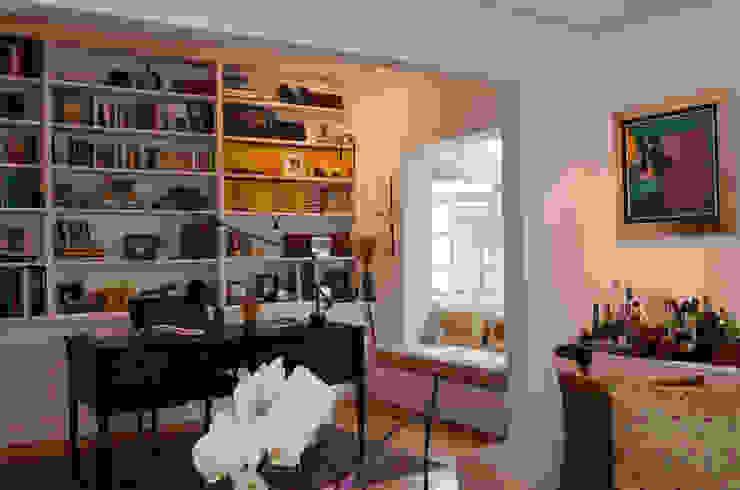 Residência Jardim Europa/SP Escritórios clássicos por Renata Romeiro Interiores Clássico