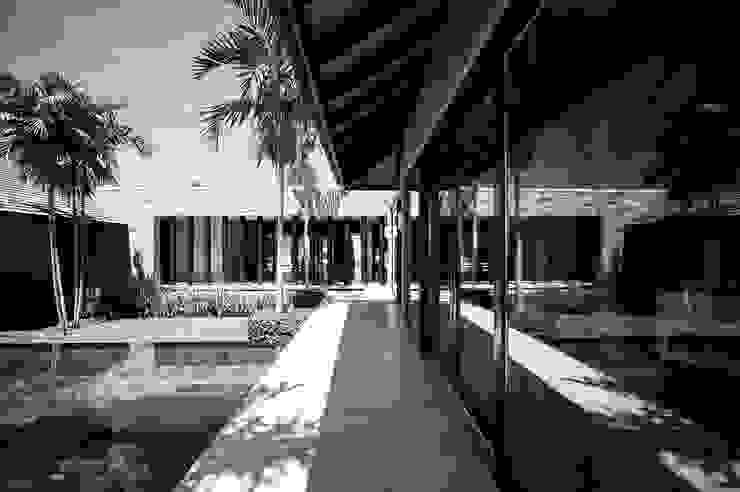 Koridor & Tangga Gaya Asia Oleh Stone Contractors Asia