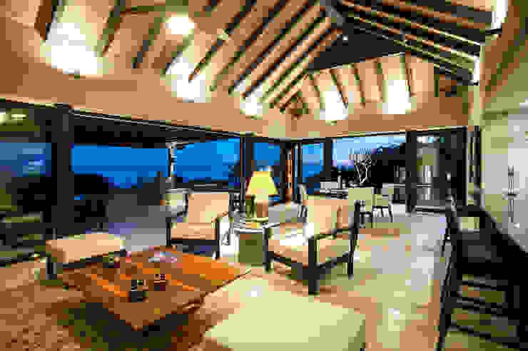 Ruang Keluarga Tropis Oleh Stone Contractors Tropis