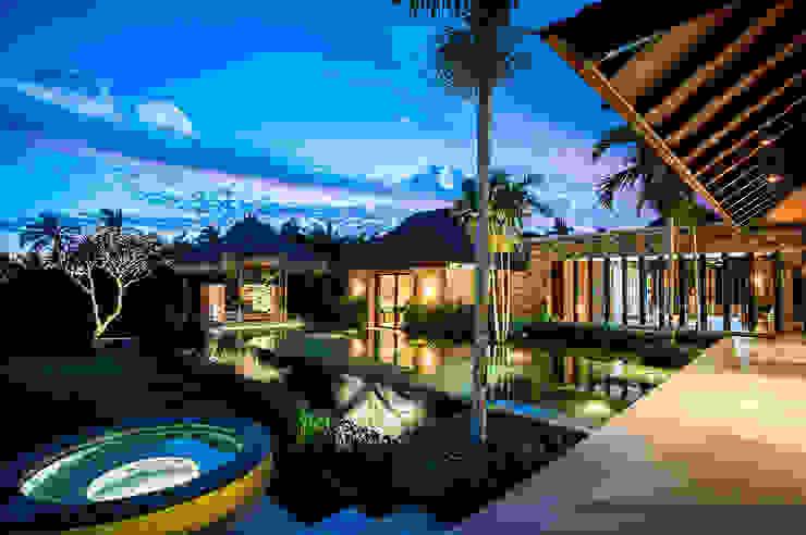 Villa Siriyana: Albercas naturales de estilo  por Stone Contractors, Moderno