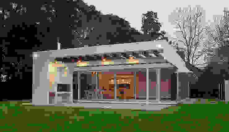 CASA ANDRADA: Casas de estilo  por METODO33,