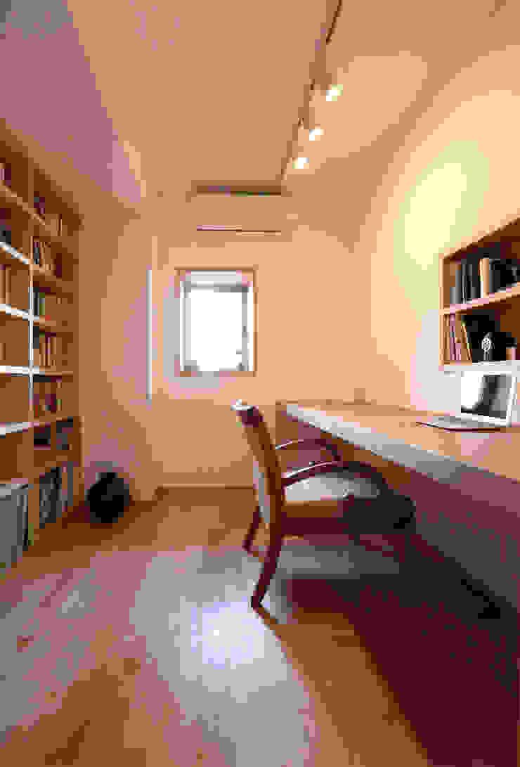足利のリノベーション 書斎 モダンデザインの 書斎 の 鈴木隆之建築設計事務所 モダン