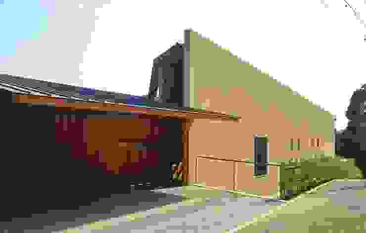北(道路側)外観 モダンな 家 の 八木建築研究所 Yagi Architectural Design モダン