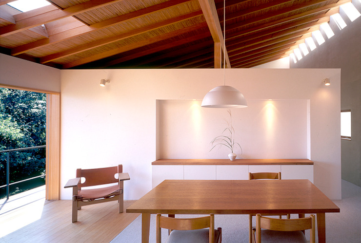 Yamate House Modern dining room by 八木建築研究所 Yagi Architectural Design Modern