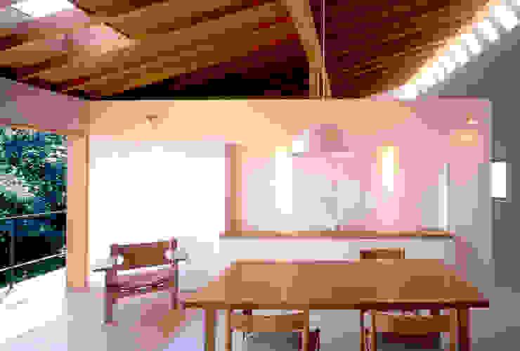 Yamate House Comedores de estilo moderno de 八木建築研究所 Yagi Architectural Design Moderno