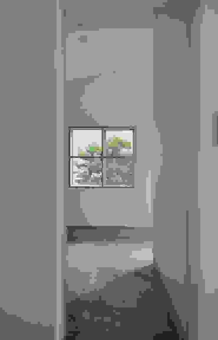 ヒンプンのある家 北欧デザインの 多目的室 の 岩田建築アトリエ 北欧