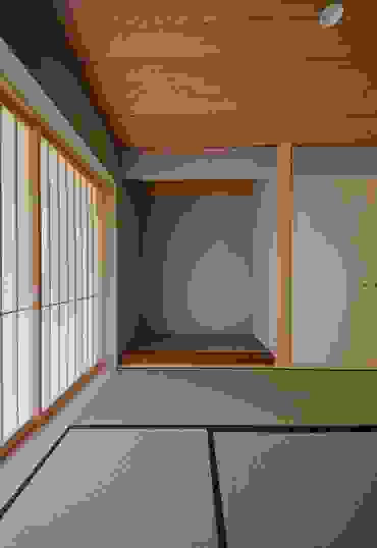 ヒンプンのある家 クラシックデザインの 多目的室 の 岩田建築アトリエ クラシック