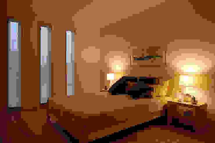 桐の家 モダンスタイルの寝室 の 住工房一級建築士事務所 モダン