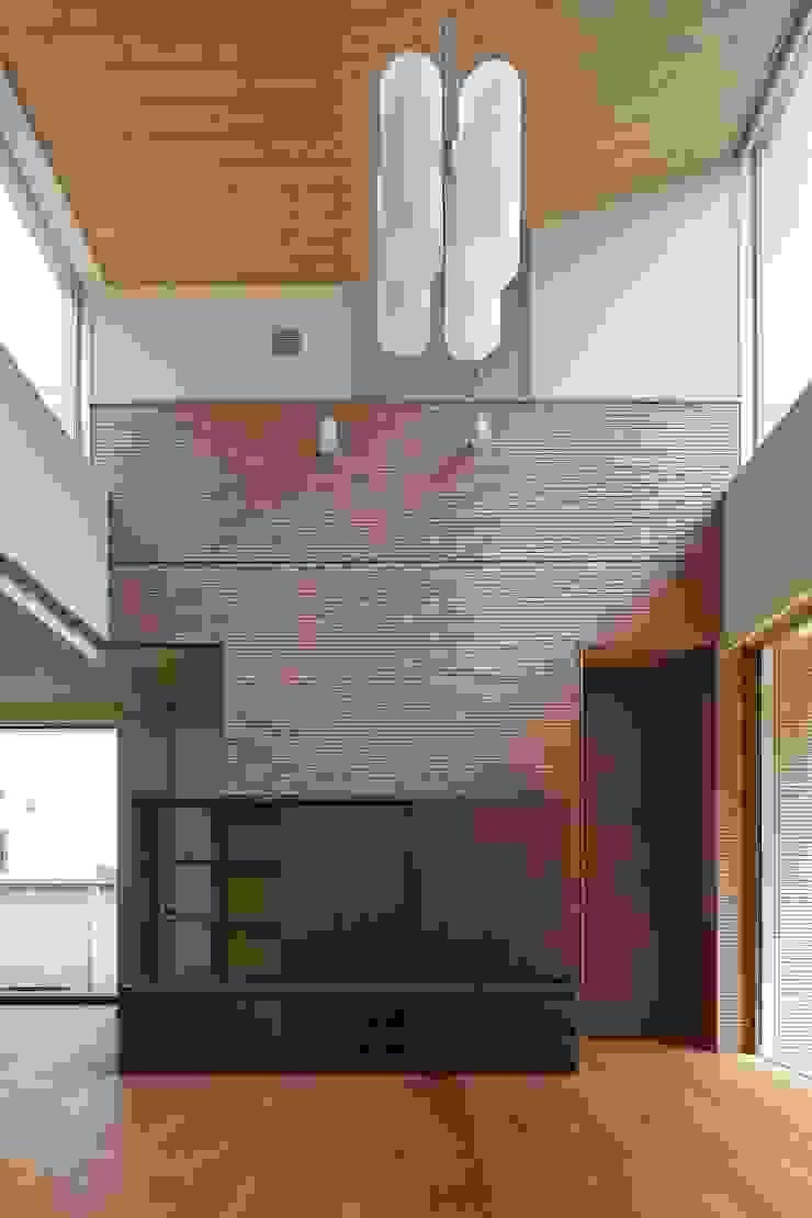 大きな開口を持つリビング モダンデザインの リビング の シーズ・アーキスタディオ建築設計室 モダン