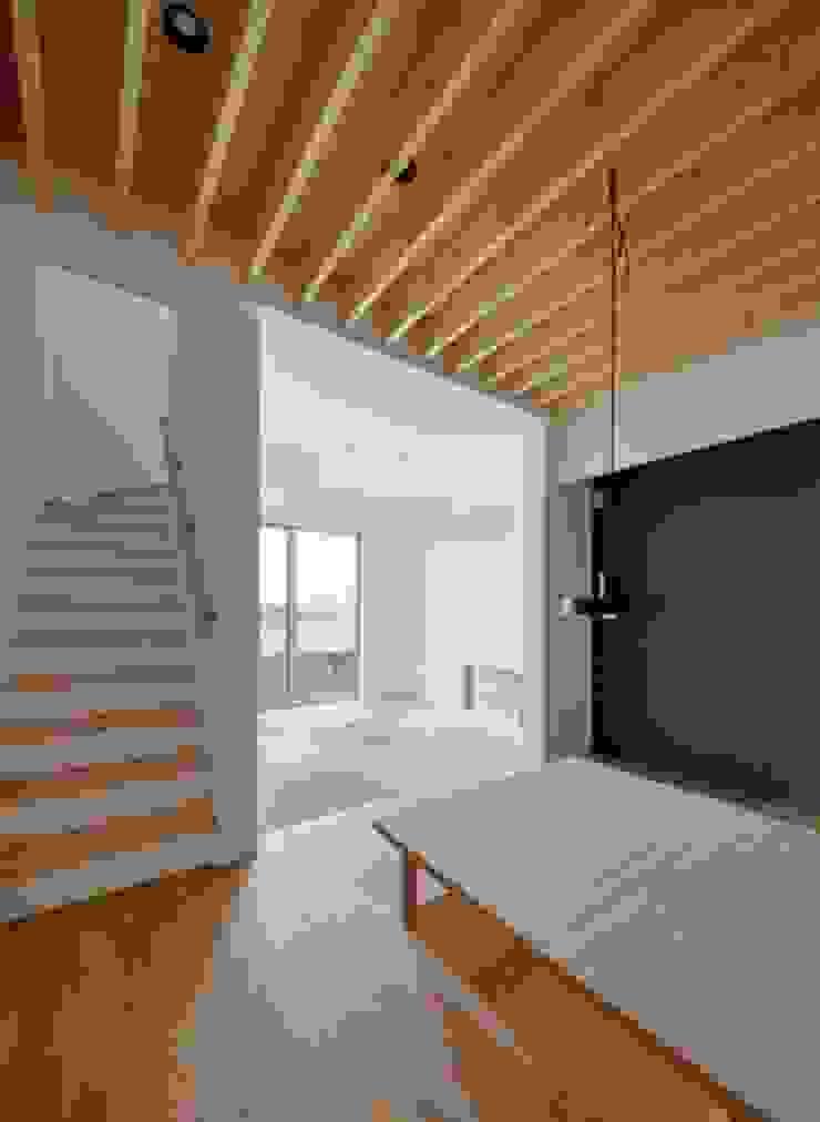 湖西の家 モダンデザインの リビング の 岩田建築アトリエ モダン