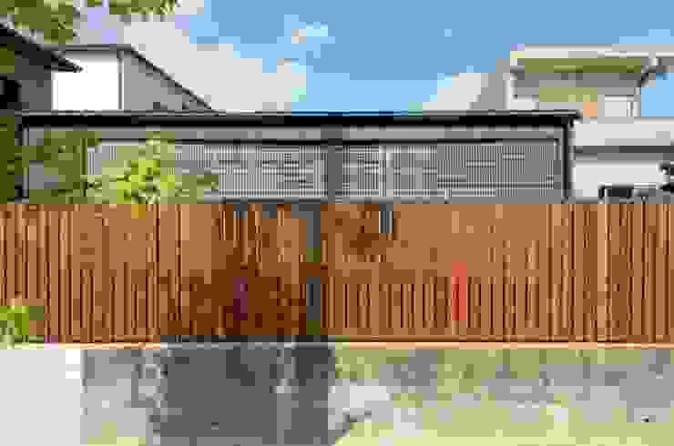 小さな平屋: 岩田建築アトリエが手掛けた家です。,モダン