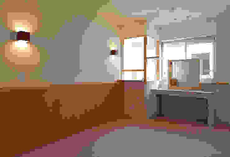 ドレッサーのある主寝室 モダンスタイルの寝室 の シーズ・アーキスタディオ建築設計室 モダン