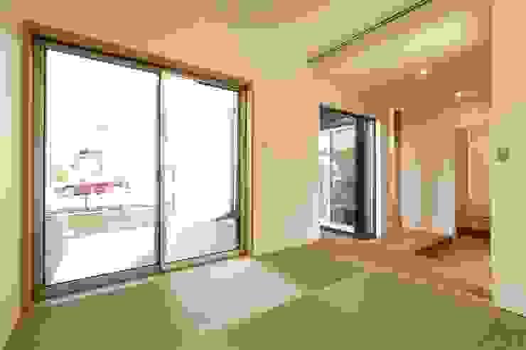 多目的な和室: シーズ・アーキスタディオ建築設計室が手掛けた和室です。,モダン