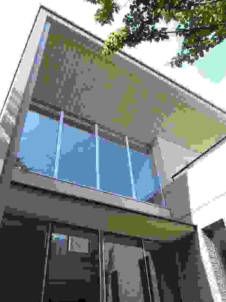 大きな庇と大きな開口 モダンな 家 の シーズ・アーキスタディオ建築設計室 モダン