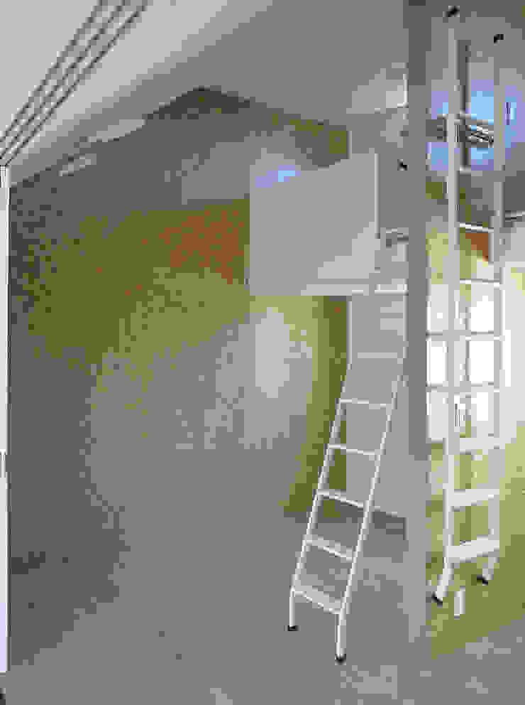 ロフトのある子供室 モダンデザインの 子供部屋 の シーズ・アーキスタディオ建築設計室 モダン