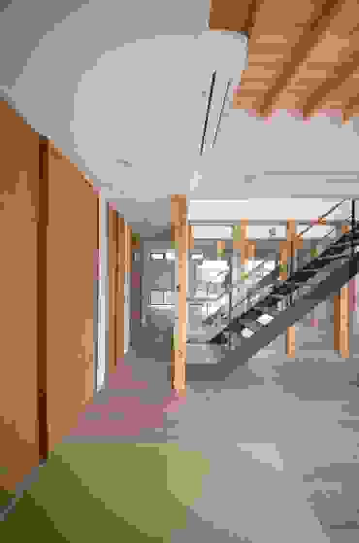 和モダンの家 和風デザインの リビング の 岩田建築アトリエ 和風