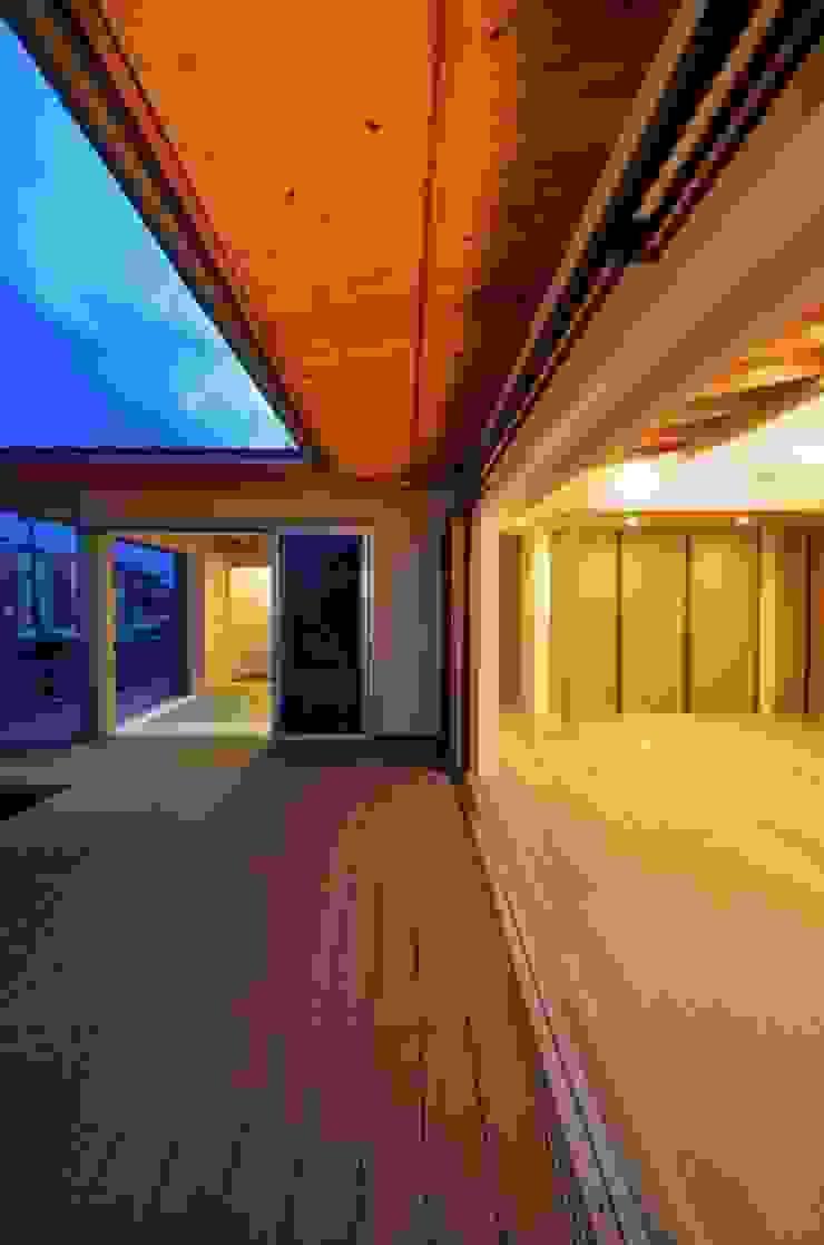 和モダンの家 和風デザインの テラス の 岩田建築アトリエ 和風