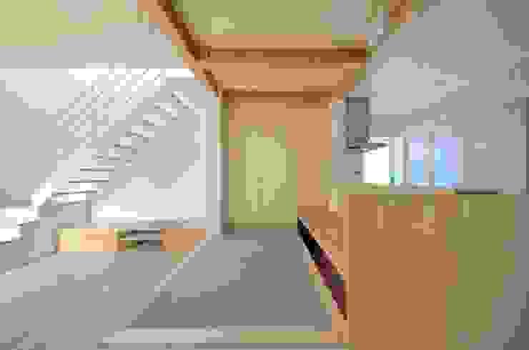 ユキイロノイエ 和風デザインの 多目的室 の 岩田建築アトリエ 和風