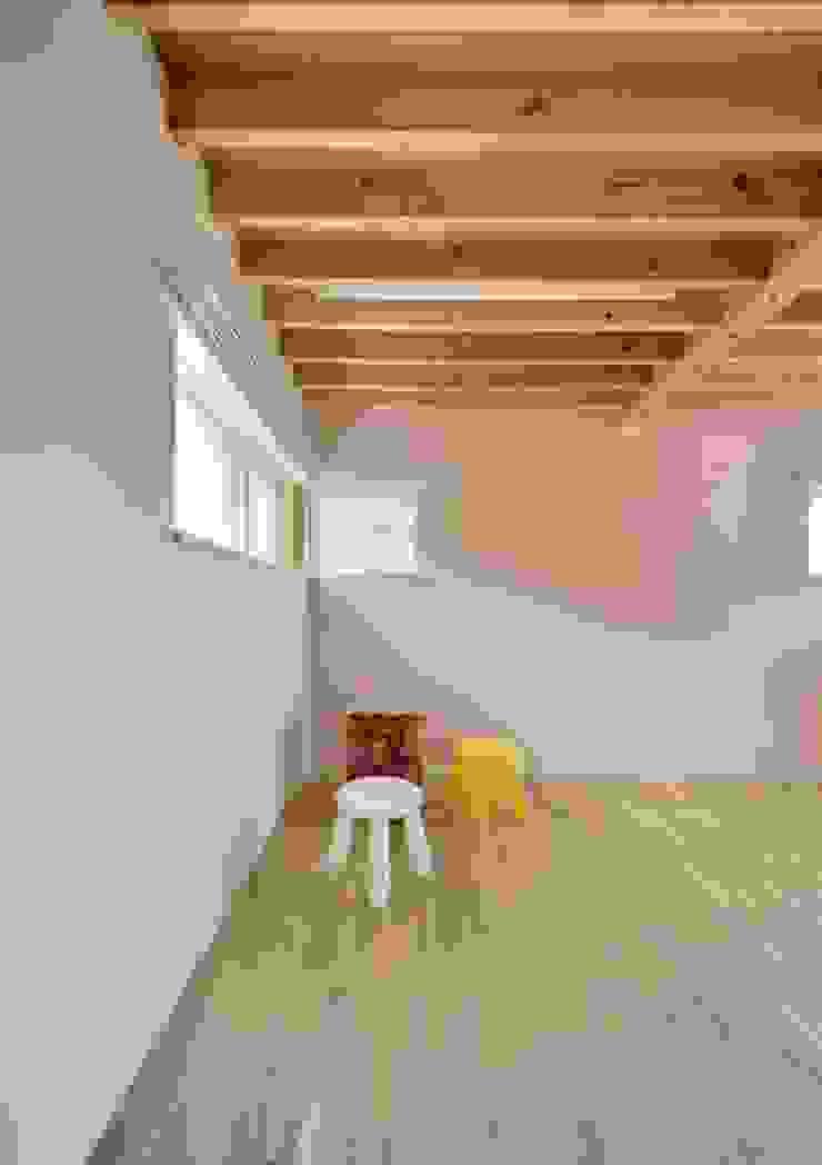 ユキイロノイエ モダンデザインの 子供部屋 の 岩田建築アトリエ モダン