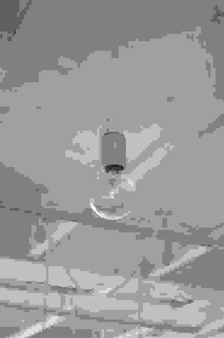 RE:->+: 岩田建築アトリエが手掛けた現代のです。,モダン