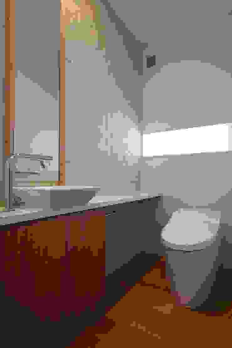 調湿タイルを貼ったトイレ モダンスタイルの お風呂 の シーズ・アーキスタディオ建築設計室 モダン