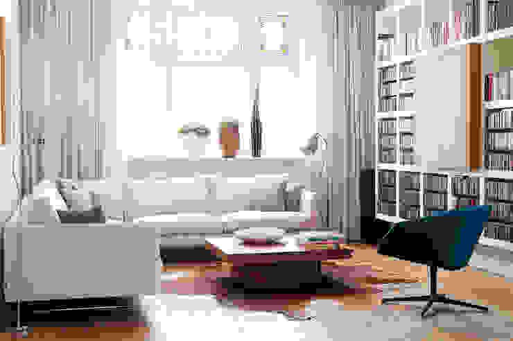 Jaren 30 woonhuis Moderne woonkamers van homify Modern