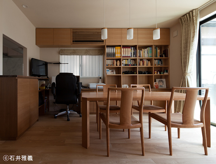 Comedores de estilo moderno de シーズ・アーキスタディオ建築設計室 Moderno