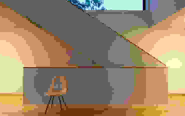 Villa Hubbell Swartz Moderner Flur, Diele & Treppenhaus von MACH Architektur GmbH Modern
