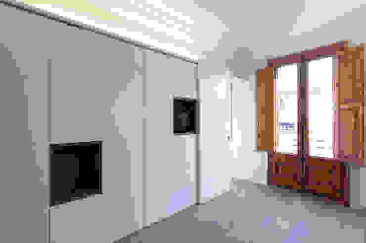 Piso Calle Princesa en Barcelona Dormitorios de estilo moderno de 4+1 arquitectes Moderno