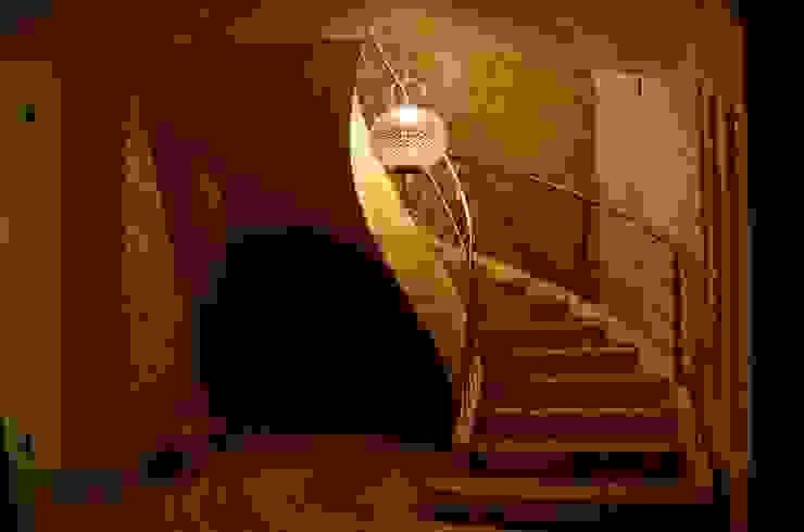 Nadmorski dom. Egzotyczny korytarz, przedpokój i schody od homify Egzotyczny