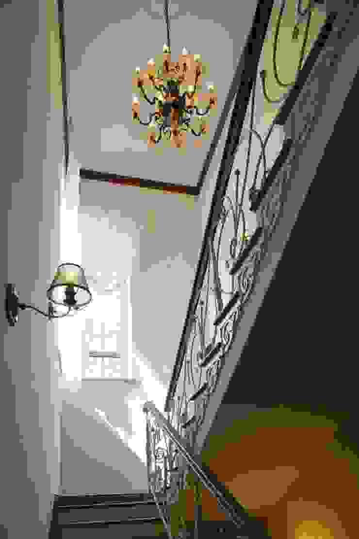 Загородный дом 360м2 Коридор, прихожая и лестница в классическом стиле от Tatiana Ivanova Design Классический