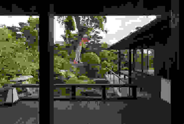 Asian style gardens by 環アソシエイツ・高岸設計室 Asian