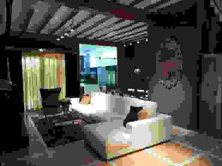 Salas de estar modernas por Aris & Paco Camús Moderno