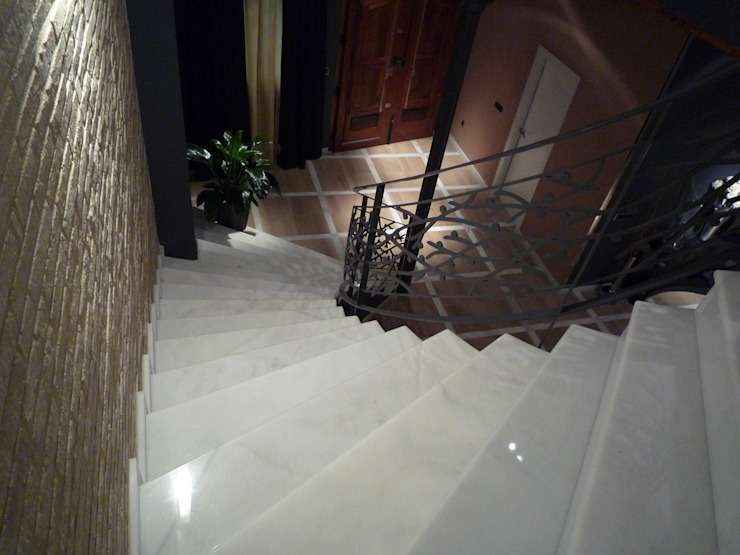Reforma integral casa de pueblo Aris & Paco Camús Pasillos, vestíbulos y escaleras de estilo moderno