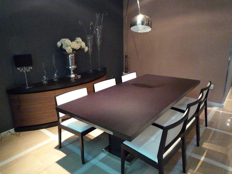 Dining room by Aris & Paco Camús, Modern