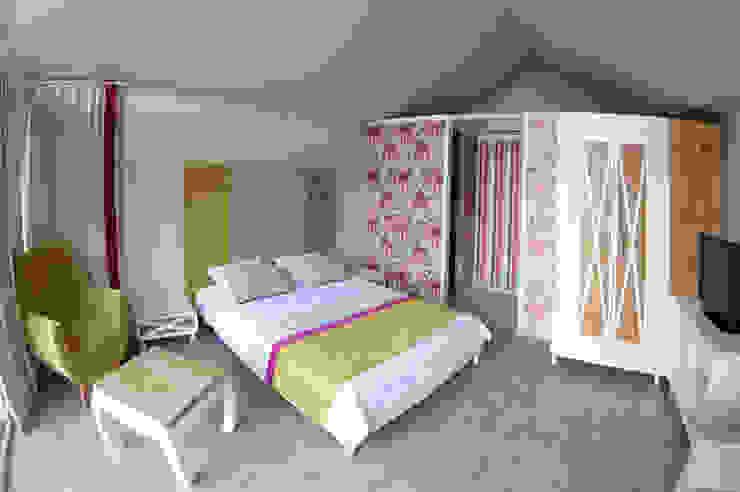 Phòng ngủ phong cách hiện đại bởi SAKLI GÖL EVLERİ Hiện đại