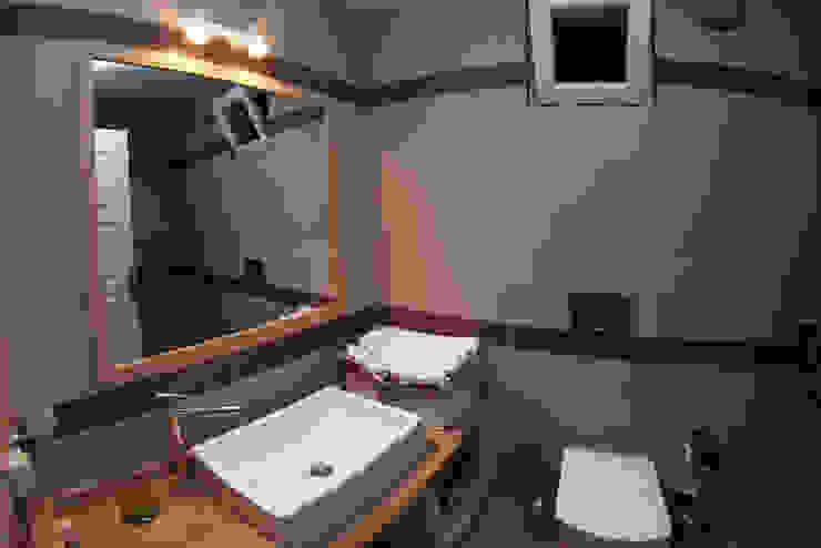 Bathroom by SAKLI GÖL EVLERİ