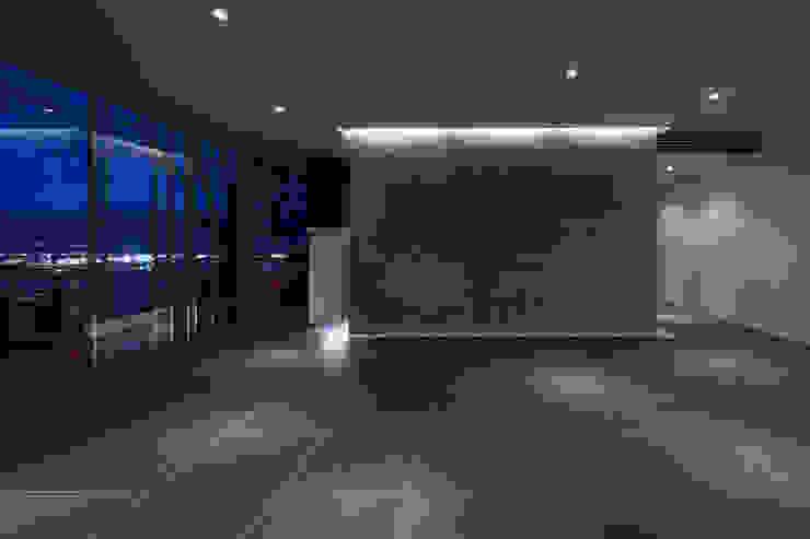 by Archiplus Architectural Design Office / ㈱アーキプラス一級建築士事務所 Minimalist Stone