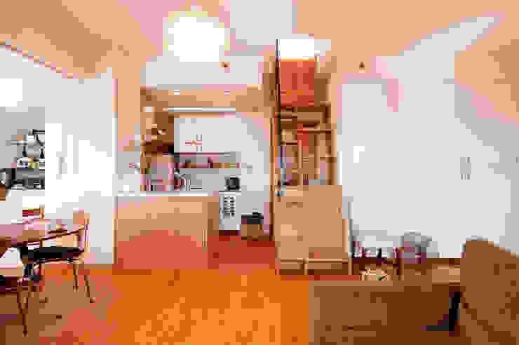 こだわりの家具といっしょに楽しむ住まい: 株式会社スタイル工房が手掛けた折衷的なです。,オリジナル