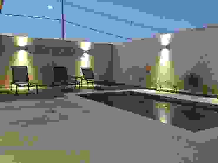 Residencia em Catanduva Piscinas minimalistas por Celina Molinari Arquitetura e Interiores Minimalista