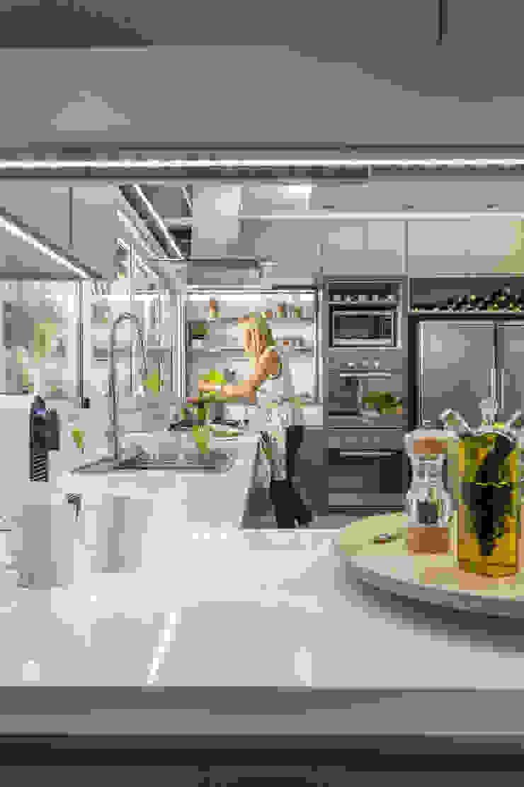 cocina Cocinas modernas: Ideas, imágenes y decoración de GUTMAN+LEHRER ARQUITECTAS Moderno