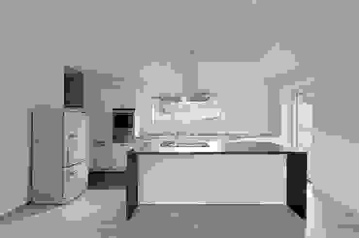 Кухня в стиле модерн от dreipunkt ag Модерн