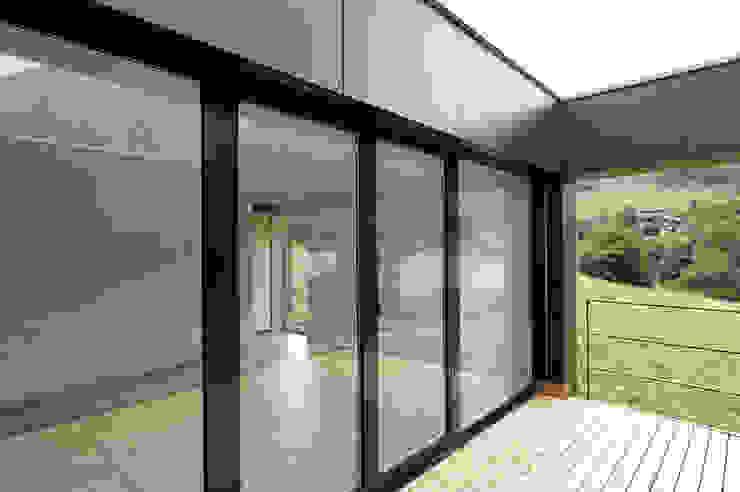 Балкон и терраса в стиле модерн от dreipunkt ag Модерн