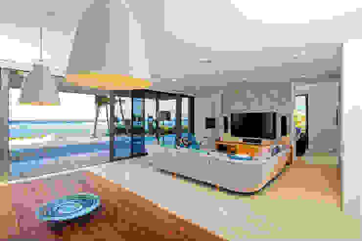 Rum Point Modern living room by Tye Architects Modern