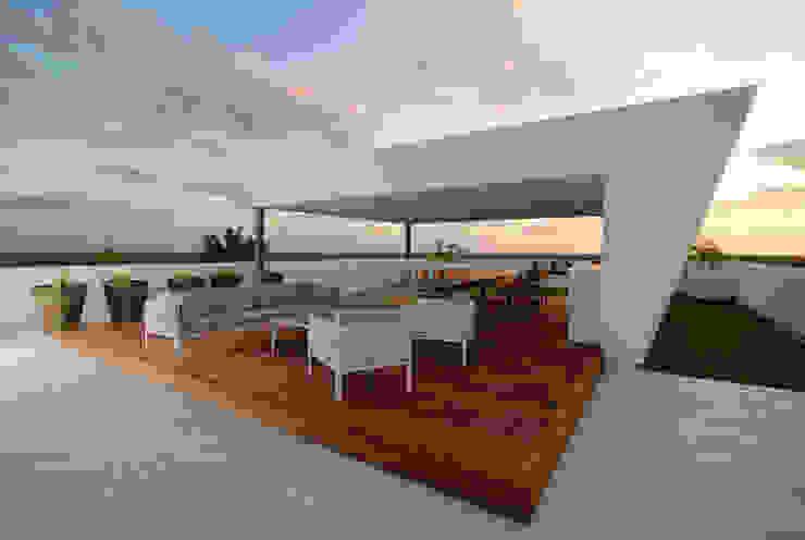 Rum Point Modern balcony, veranda & terrace by Tye Architects Modern