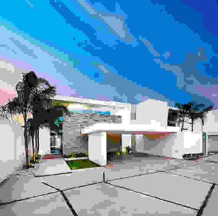 Modern houses by Ancona + Ancona Arquitectos Modern