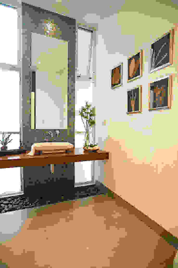 Ванная комната в стиле модерн от Ancona + Ancona Arquitectos Модерн